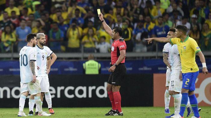 Laga Brasil vs Argentina di semifinal Copa America 2019 diselimuti kontroversi. (Foto: Juliana Flister/Getty Images)
