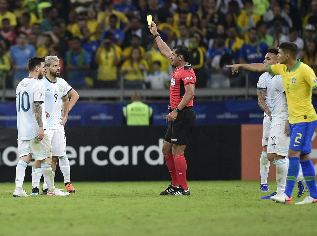 Wasit Brasil vs Argentina yang Dikritik Messi dkk Buka Suara