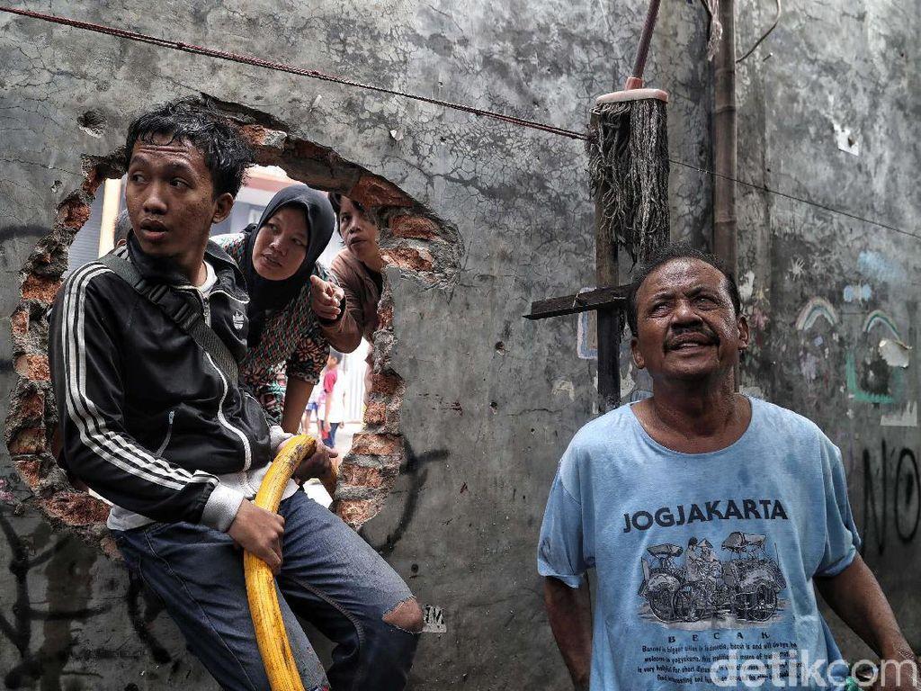 Pengungsi Kebakaran Tebet Butuh Air Bersih hingga Perlengkapan Balita