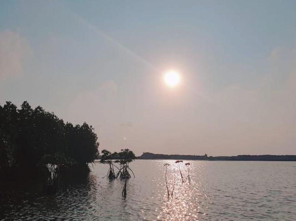 Menatap Syahdunya Senja di Pulau Pramuka