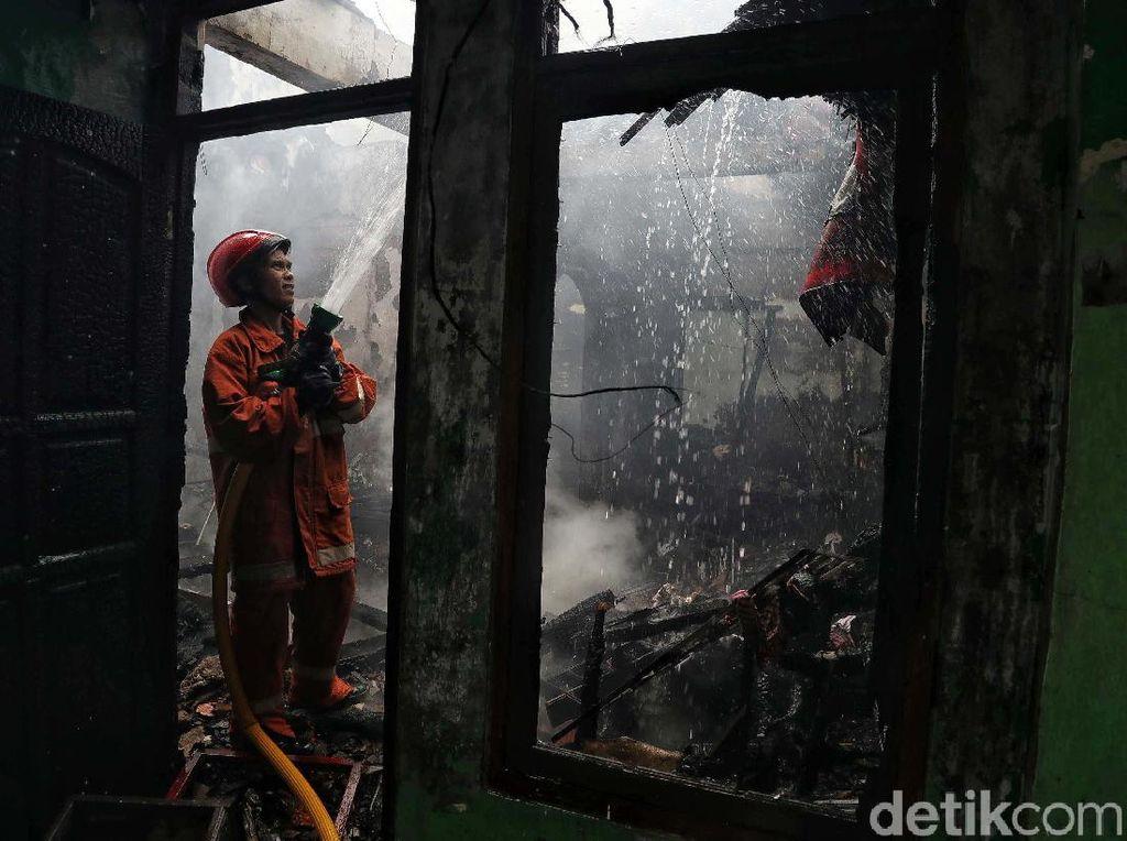Api Melahap Permukiman Padat Penduduk di Tebet