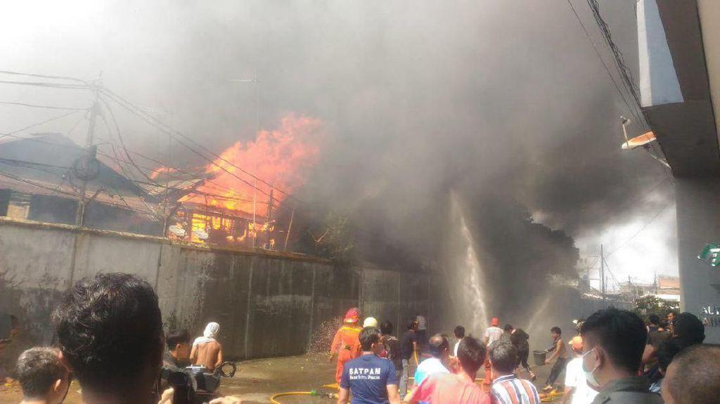 Potret Kebakaran Besar di Tebet