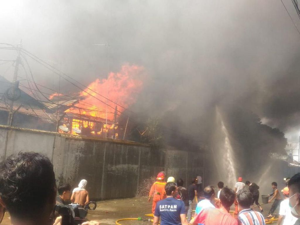 Kebakaran Rumah di Tebet, 27 Mobil Damkar Dikerahkan