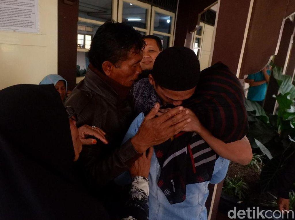 Sidang Mafia Bola: Isak Tangis dan Sujud Syukur Warnai Vonis Nurul Safarid