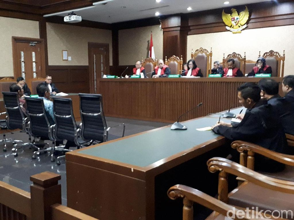 Terbukti Terima Suap, 2 Hakim PN Jaksel Divonis 4,5 Tahun Penjara
