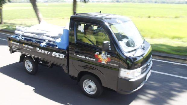Di segmen Low Multi Purpose Vehicle (MPV), Suzuki memang belum menguasai pasar melalui Ertiga. Namun jika bicara mengenai kendaraan niaga, Suzuki boleh sedikit bangga karena Carry berhasil menjadi pemenang, khususnya dikelas pikap 1.500 cc.