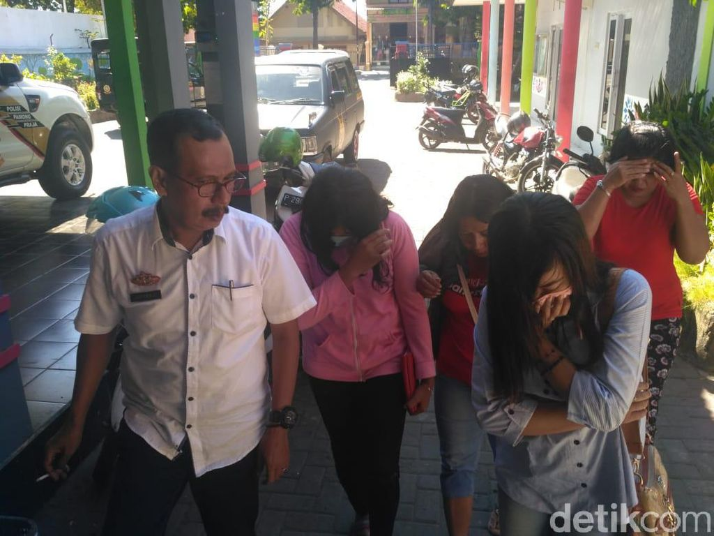 Buka Praktek di Siang Bolong, Empat PSK Digiring Satpol PP Situbondo