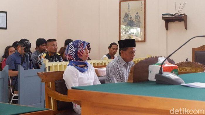 Anik Yuni Kartika Sari dan Priyanto digajar hukuman yang sama dengan tuntutan jaksa.  (Uje Hartono/detikSport)