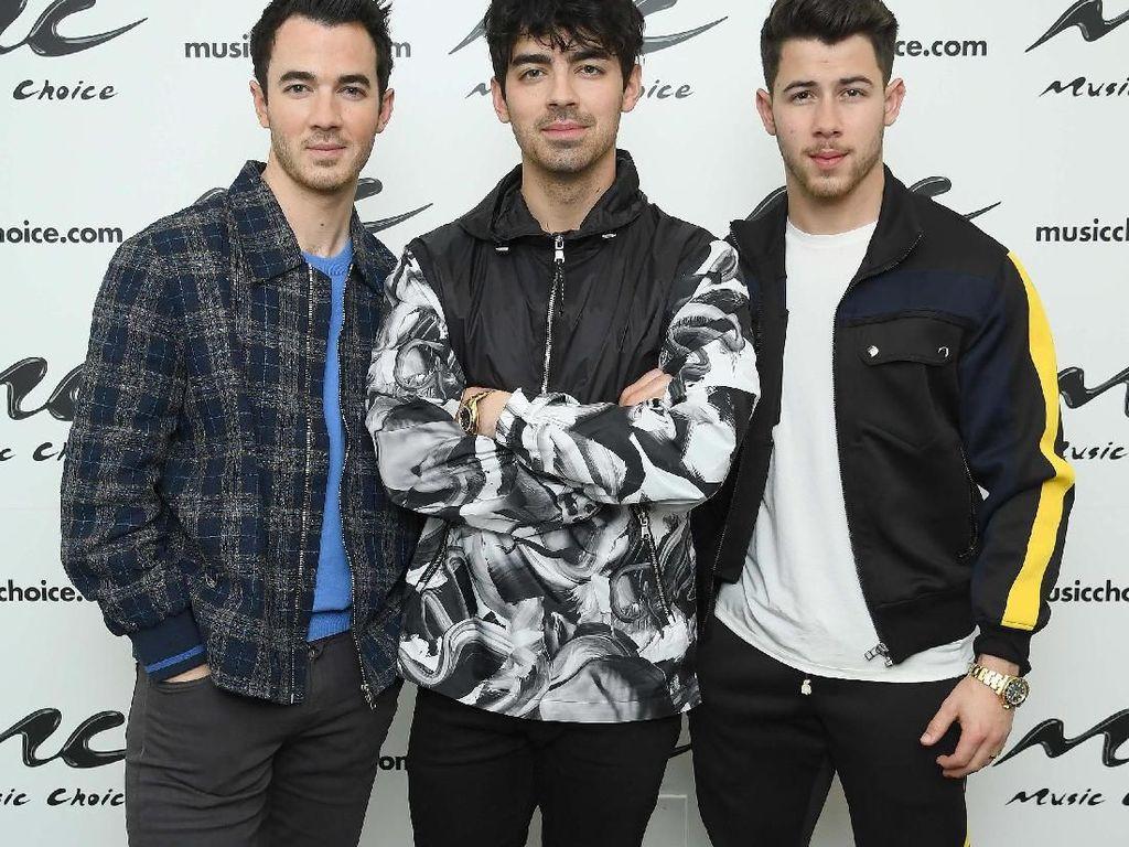 Jonas Brothers Pakai Minyak Khusus untuk Rawat Jenggot