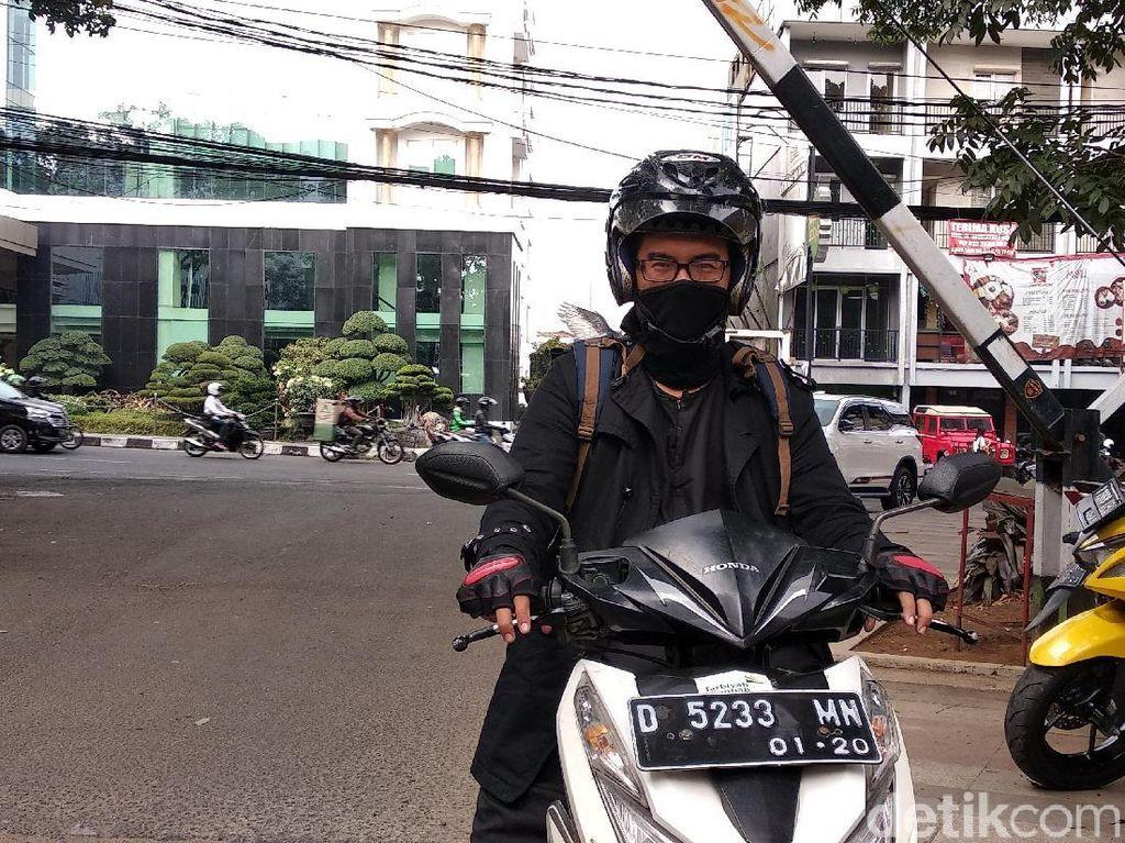 Pahit Manis Herry Jadi Ojek Khusus Lelaki Bayar Seikhlasnya di Bandung