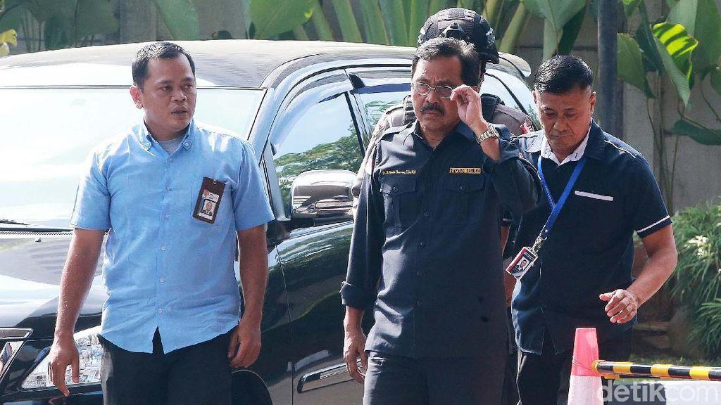 Momen Gubernur Kepri Digelandang ke KPK