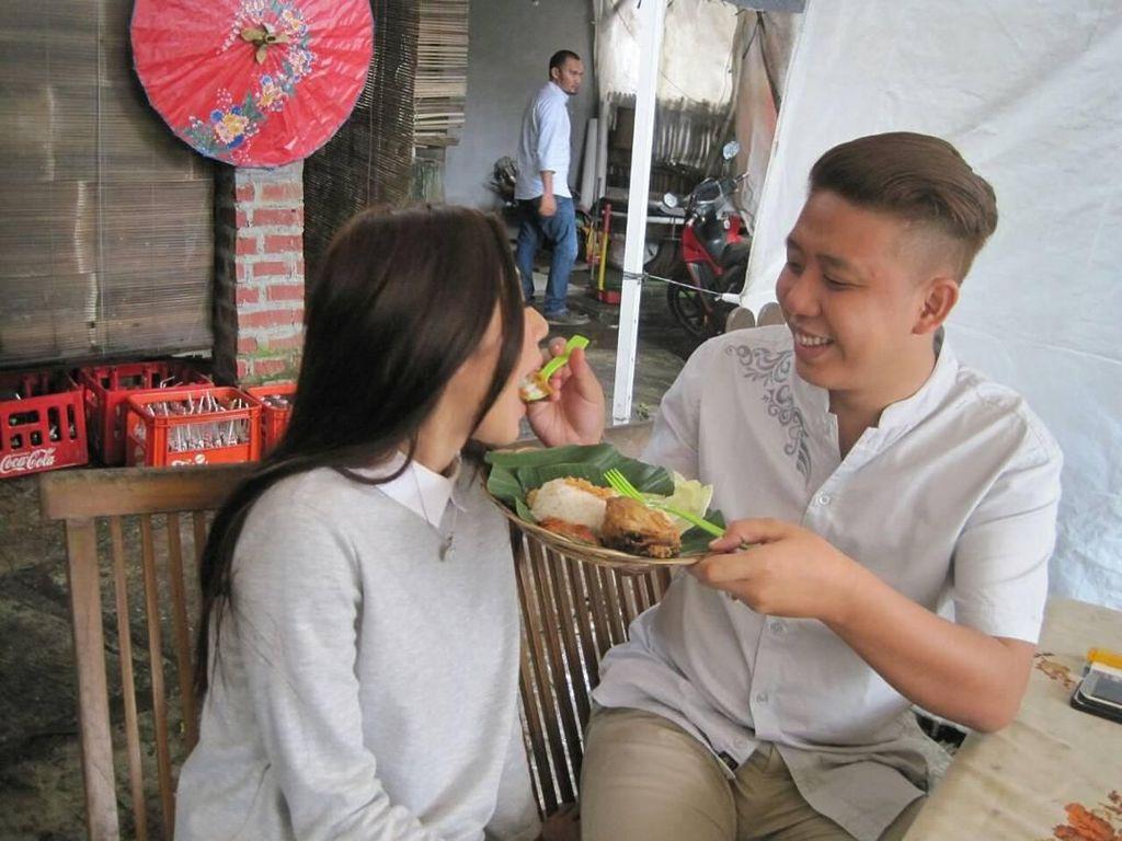 Sering Suap-Suapan, Mesranya Rey Utami dan Pablo Benua Saat Kulineran Bareng