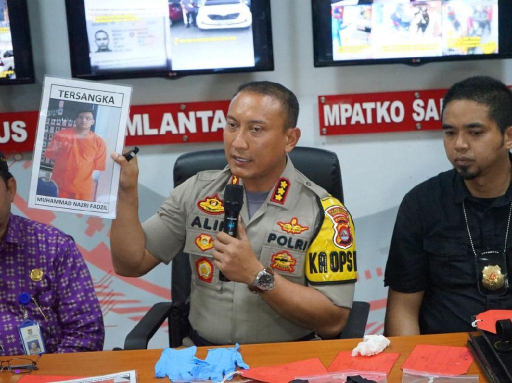 Ciat! Kapolres Tangerang Peragakan Rampok Lompati Etalase Toko Emas