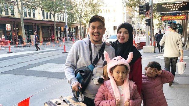 Indra Bekti, Aldila, dan keluarga/