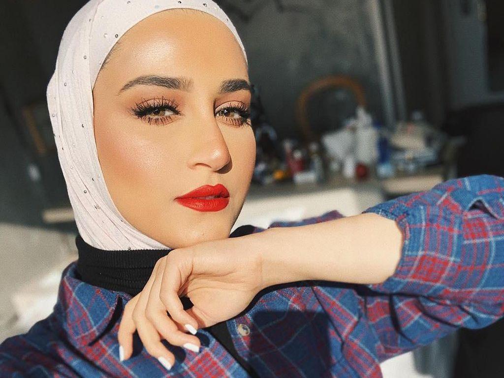 Ini Dalal Aldoub, Selebgram Hijab Paling Populer di Kuwait yang Cantik & Stylish
