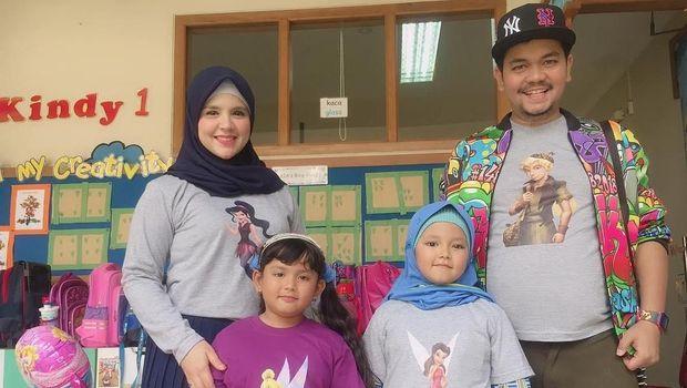 Indra Bekti bersama istri dan anak-anaknya