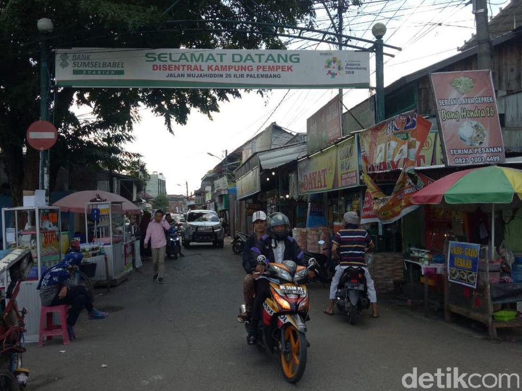 Ada Aturan Pajak 10%, PKL Pempek di Palembang Takut Bangkrut