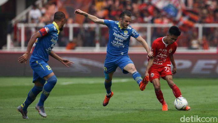 Rene Mihelic untuk pertama kalinya merasakan pergi ke stadion naik rantis. (Foto: Rifkianto Nugroho/detikcom)