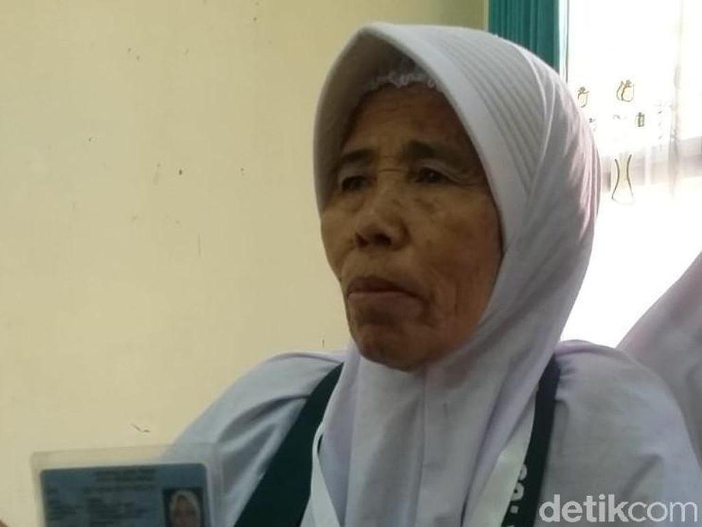 Untung Rp 20 Ribu Sehari Antar Nenek Penjual Kacang Goreng Ini Pergi Haji
