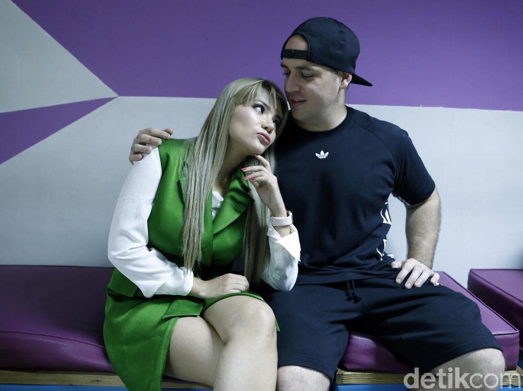 Kehadiran Lulu Tanda Dinar Candy Cuma Jadi Selingkuhan Bule?