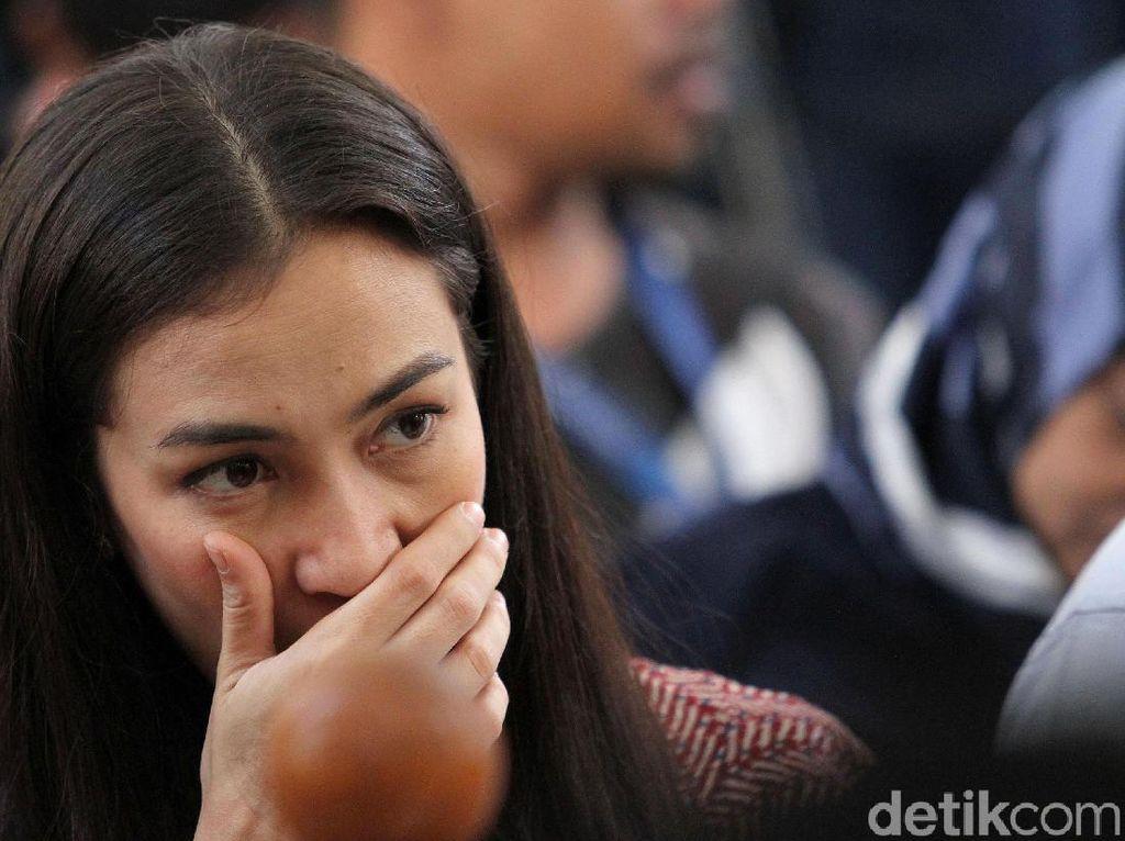 Atiqah Hasiholan Happy Banget Sambut Kebebasan Ratna Sarumpaet