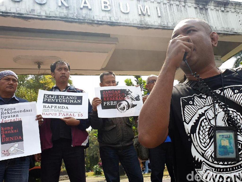Tolak Raperda KIP, Jurnalis Geruduk Pendopo Sukabumi