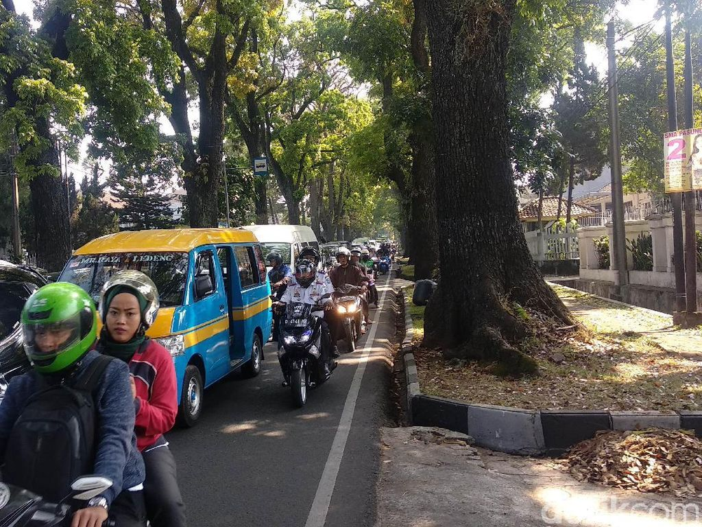 Uji Coba Satu Arah Sukajadi-Setiabudi Bandung Sebabkan Kemacetan