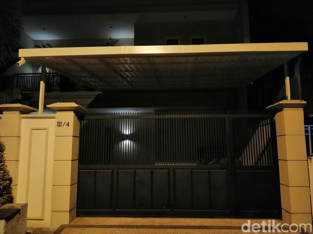 Rumah Komisaris Bank Jatim Digeledah, KPK Juga Datangi Empat Lokasi