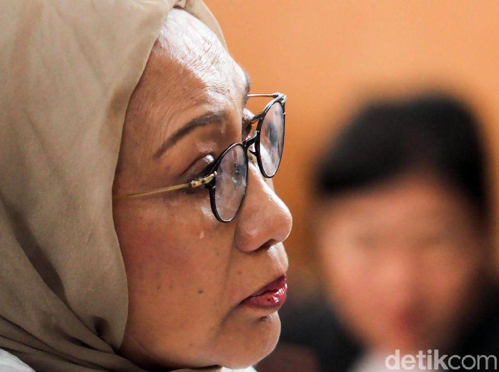 Potret Ratna Sarumpaet Menitikan Air Mata Saat Jalani Sidang