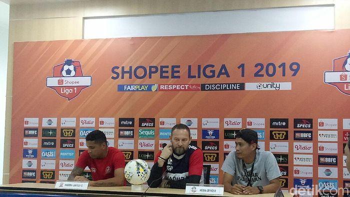 Pelatih Madura United Dejan Antonic dalam jumpa pers jelang laga kontra Tira Persikabo (Amalia Dwi Septi/detikSport)
