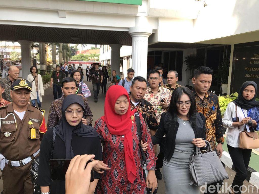 Baiq Nuril Temui Jaksa Agung Ajukan Penangguhan Eksekusi