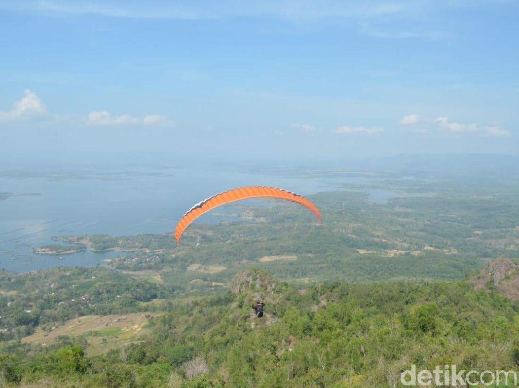 Foto: Sensasi Melayang di Langit Wonogiri yang Cantik