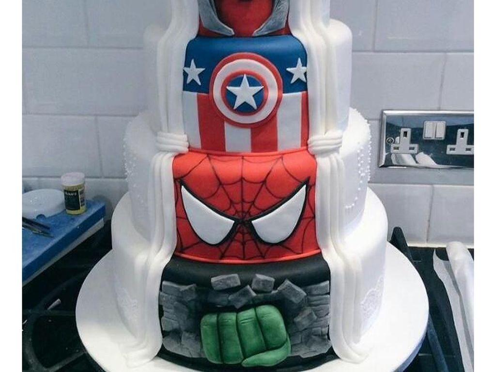Unik! Inspirasi Kue Pernikahan Bertemal Marvel
