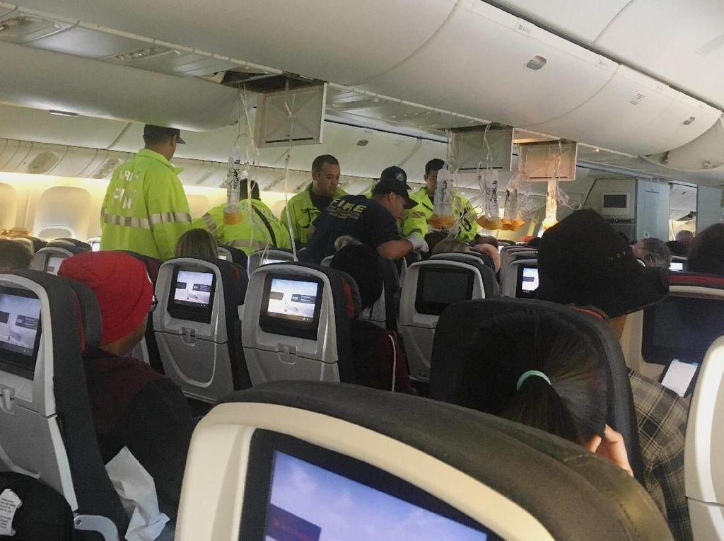 Detik-detik Air Canada Turbulensi, Sebabkan 37 Orang Terluka