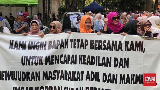 Salah satu tuntutan para emak-emak pendukung Prabowo-Sandi.