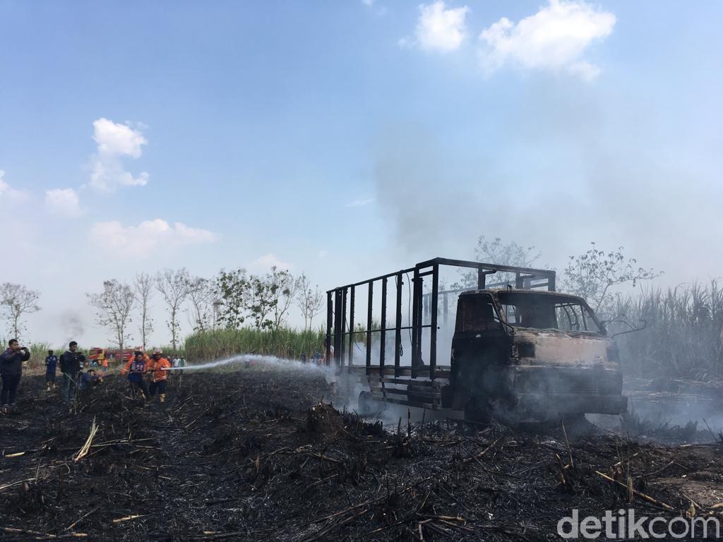Kebakaran Lahan Tebu di Mojokerto, 1 Truk Hangus dan Sopirnya Terluka