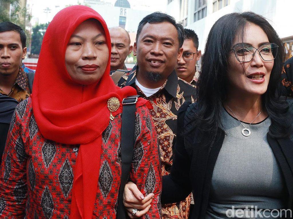 Didampingi Rieke, Baiq Nuril Temui Jaksa Agung