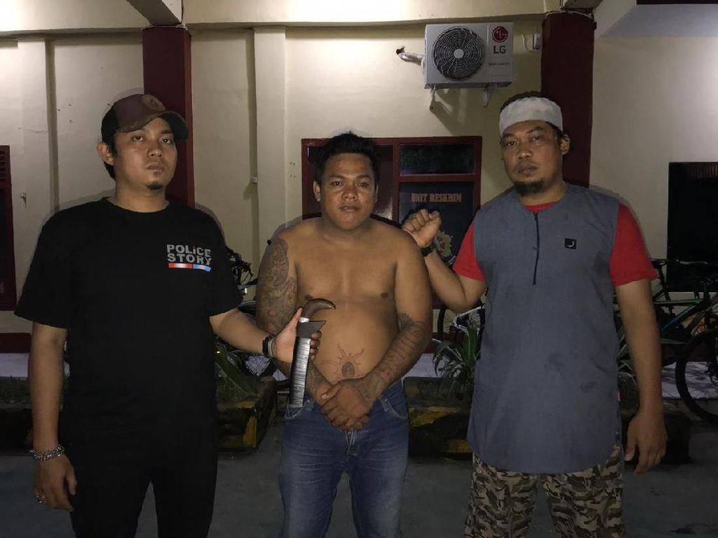 Polisi Amankan Pria Bertato dengan Sajam Saat Bubarkan Tawuran di Makassar