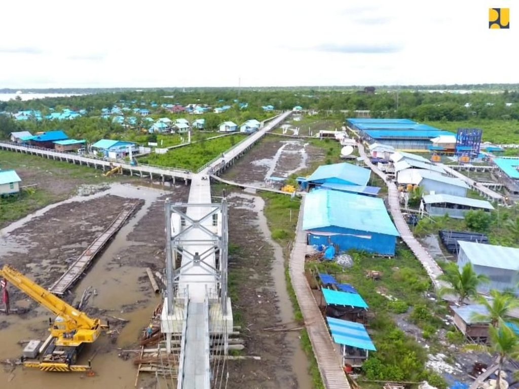 Warga Asmat Kini Bisa Wira-wiri Lewat Jembatan Gantung