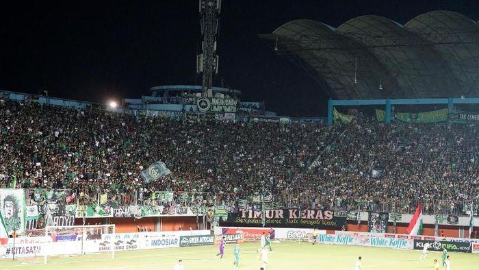Bonek tetap bisa masuk stadion Maguwoharjo dalam laga PSS Sleman vs Persebaya Surabaya. (Foto: Ristu Hanafi)