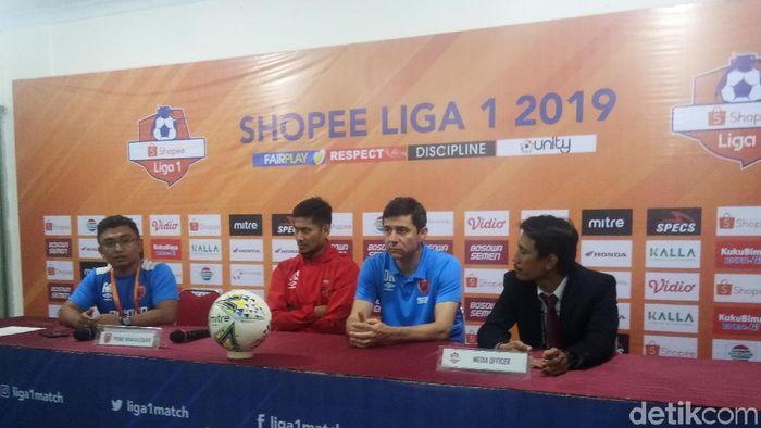 Pelatih PSM Makassar, Darije Kalezic, selepas melawan Bhayangkara FC. (Foto: Reinhard Soplantila/Detikcom)