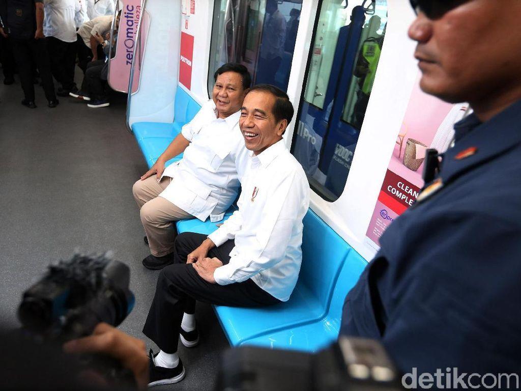 Naik MRT Bersama, Jokowi-Prabowo Akrab Banget