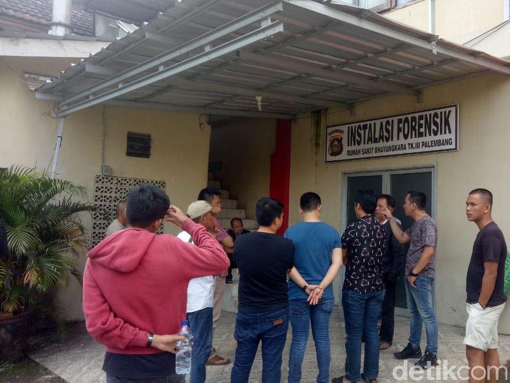 Paman Sebut Siswa SMA Taruna Palembang yang Meninggal Sehat Sebelum Ikut MOS