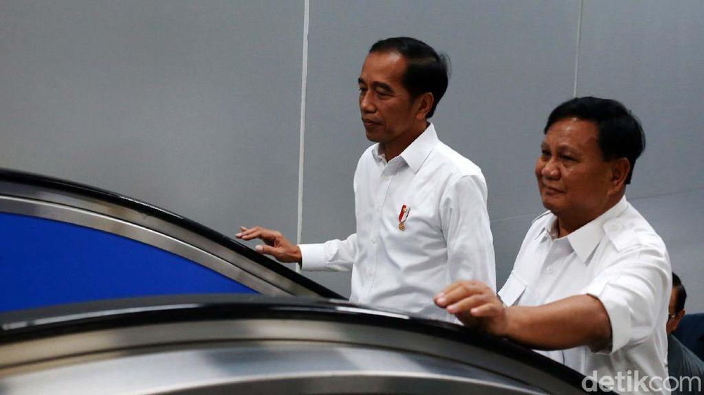 Jokowi-Prabowo Satu Tangga di Escalator Stasiun MRT Senayan