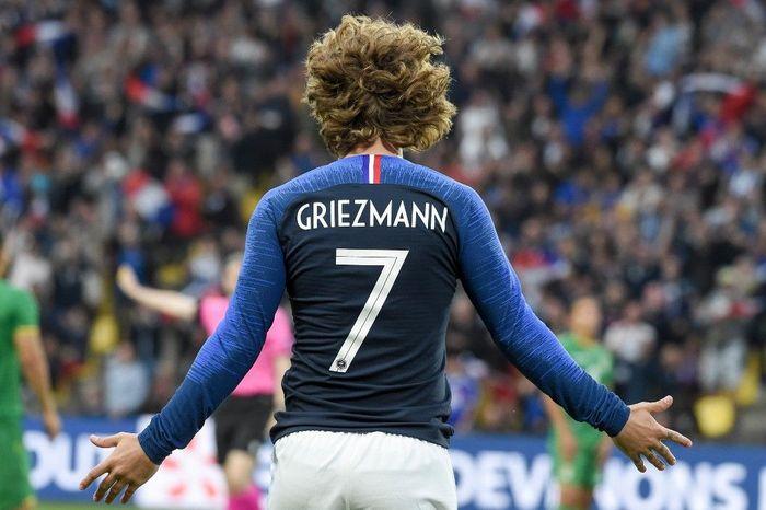 Antoine Griezmann akan mengambil nomor 7 milik Philippe Coutinho di Barcelona. (Foto: Sebastien Salom-Gomis / AFP)