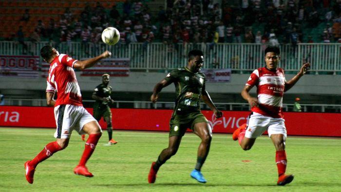 Tira Persikabo vs Madura United berakhir imbang 2-2 (ANTARA FOTO/Yulius Satria Wijaya)