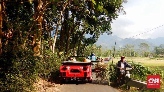 Suasana wisata VW Safari di kawasan Desa Wisata Magelang, Jawa Tengah. (CNNIndonesia/Ardita Mustafa)