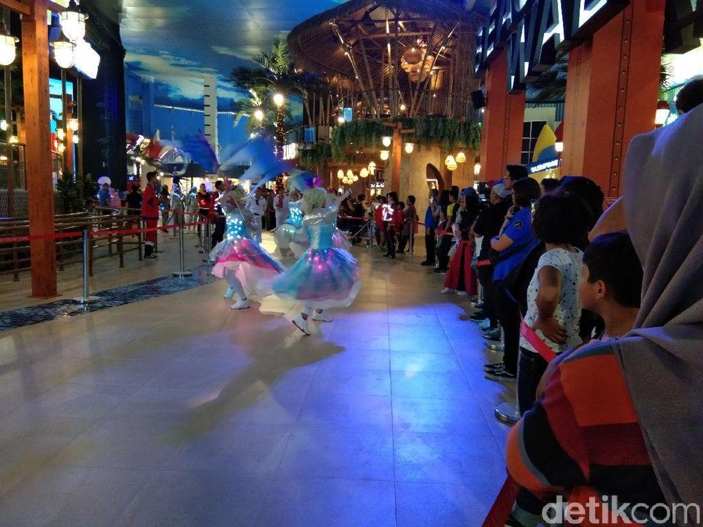 Kegembiraan Para Pengunjung Berakhir Pekan di Trans Studio Cibubur