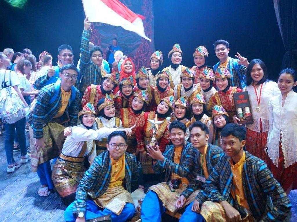 Bendera Indonesia Berkibar Lewat Seni dan Budaya