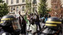 Prancis Tangkap 21 Imigran Afrika yang Demo di Monumen Pantheon